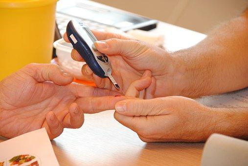 血液検査スマホdeドックは10分で出来る健康診断しかも痛くない!!