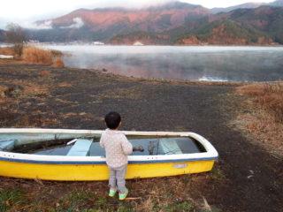 廃ボートと息子